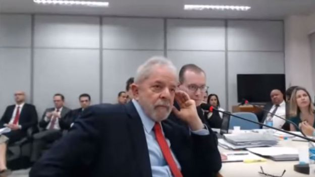 Lula presta depoimento