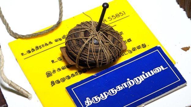 El yazmalarının çoğu palmiye yapraklarında bazıları bakır plakalarda