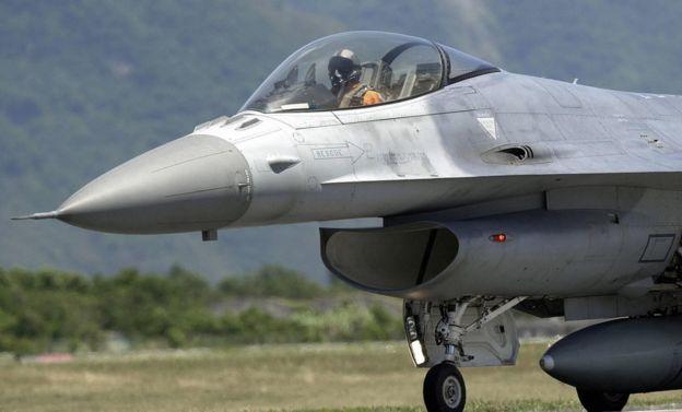 老布什在总统期间,批准相当关键的对台F-16战斗机军售案