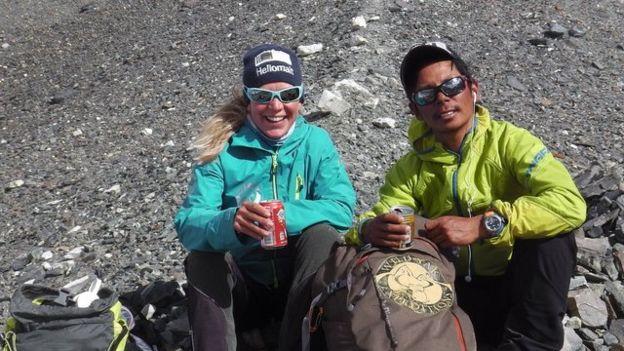 Andrea Ursina Zimmerman y Norbu Sherpa