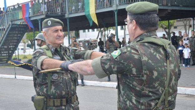 General Ramos participa de cerimônia de passagem de espada