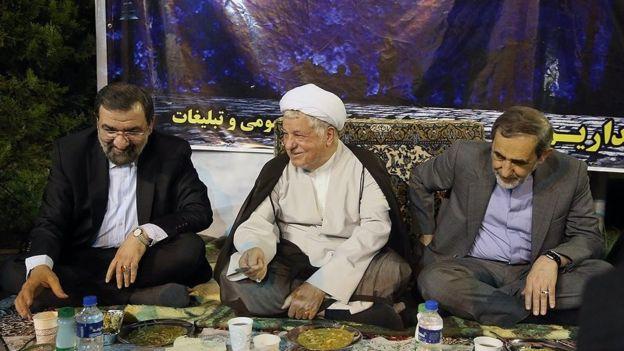 اکبر هاشمی رفسنجانی موسس مرکز تحقیقات استراتژیک بود. ریاست فعلی این مرکز با حکم چهار سال پیش آقای هاشمی رفسنجانی، علی اکبر ولایتی است. محسن رضایی (نفر اول از چپ) دبیر مجمع است که گفته مرکز تحقیقات منحل می شود