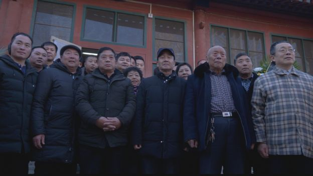Visitors taking a group photo in front of the study of Zhao Ziyang