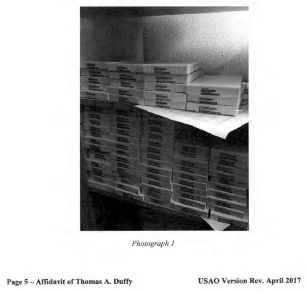 Fotos de cajas encontradas en un móvil de Zhou