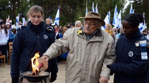 Samuel Willenberg at Treblinka in October 2013
