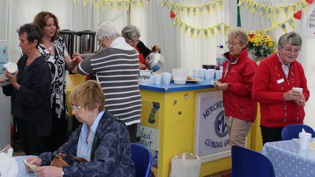 Paned a chroeso cynnes i bawb am mhabell Merched y Wawr // Time for a cuppa in the Merched y Wawr tent