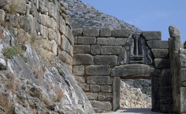 موکنای: احتمالا پایتخت یونان در عصر برنز، کاخ به طور مستقیم روی خط خطای زلزله ساخته شده بود