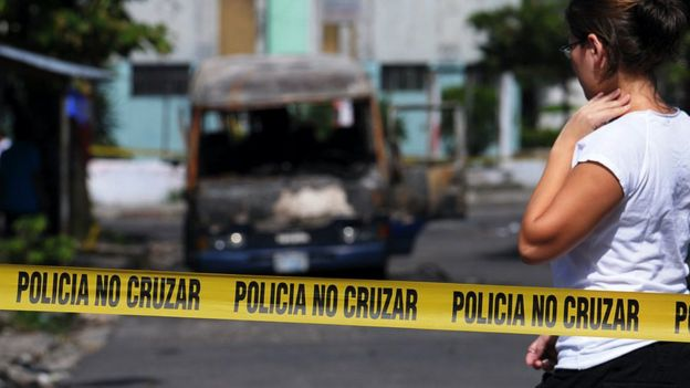 Microbus atacado en Mejicanos.