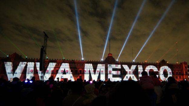 Un espectáculo de luces en el Zócalo de Ciudad de México