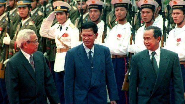 Thủ tướng Việt Nam Võ Văn Kiệt tiếp đón hai đồng Thủ tướng Campuchia ngày 23/8/1993, Norodom Ranariddh và Hun Sen