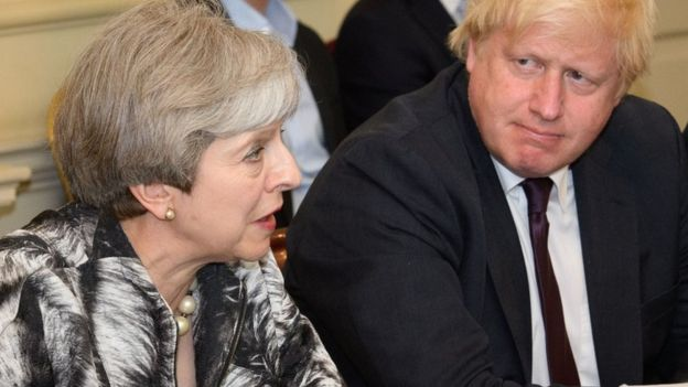 Theresa May e Boris Johnson em 2017