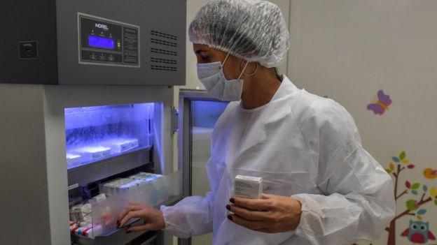 Pesquisadora voluntária brasileira do teste de vacina Oxford no Brasil