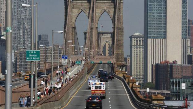 Puente de Brooklyn cerrado por la caravana de El Chapo hacia la corte federal de Brooklyn.