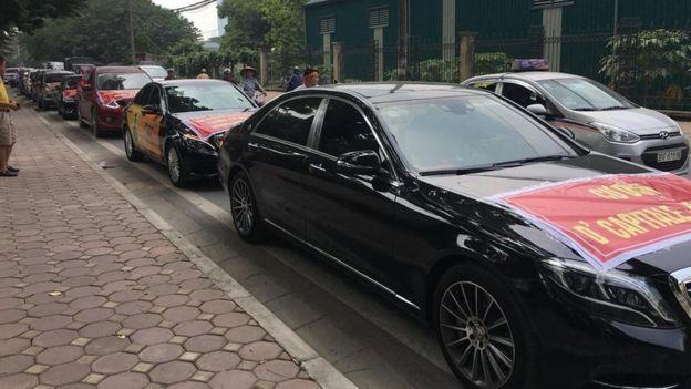 Dàn xe hơi đi 'biểu tình' dự án D'Capitale của Tân Hoàng Minh và Vingroup