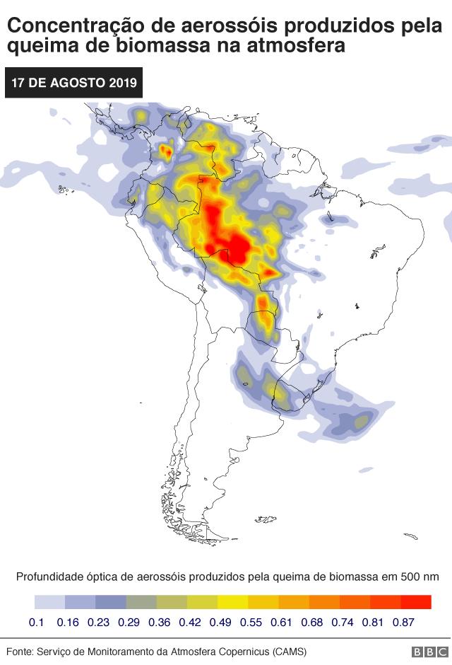 Mapa mostra previsão de fumaça no Brasil (Aerosol liberado com queima de biomassa em profundidade óptica de 550 nm) no dia 17 de agosto