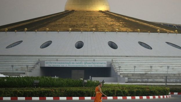 Thai Police Raid Dhammakaya Temple In Hunt For Wanted Monk Bbc News