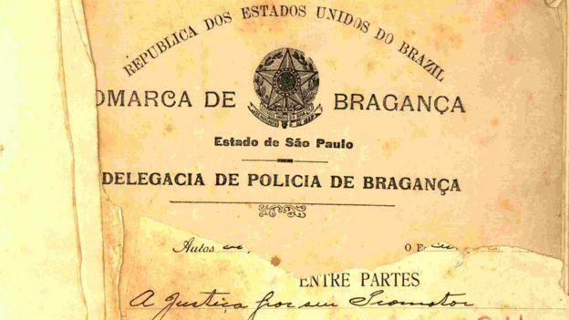 Documento envelhecido exibe as palavras: Comarca de Bragança, Delegacia de Polícia de Bragança
