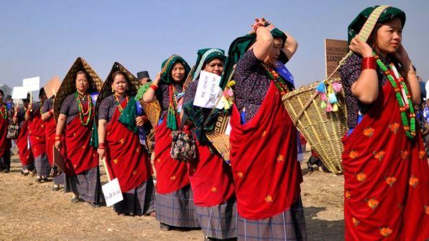 женщины из народности гурунг в Непале
