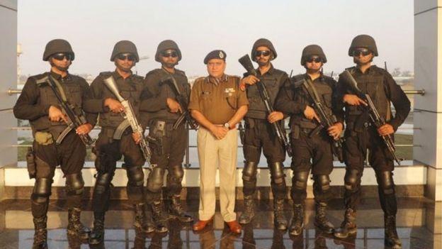 उत्तर प्रदेश के पुलिस महानिदेशक ओपी सिंह लखनऊ में एटीएस हेडक्वॉर्टर में