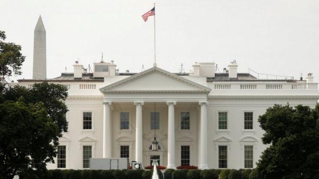 پرچم آمریکا باید به طور ۲۴ ساعته در بالای کاخسفید افراشته بماند