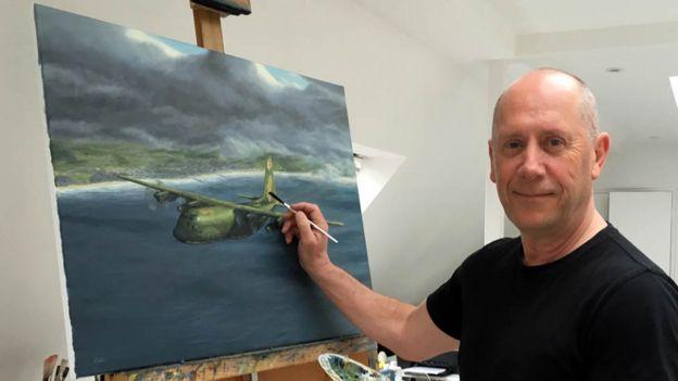 Simon Cattlin es pintor especializado en aeronaves y está terminando un cuadro sobre la historia de Meyer.