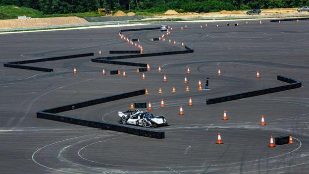 The robo racing cars accelerating driverless tech - BBC News