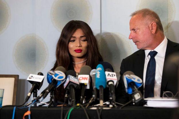 الممثلة كاديان نوبل مع محاميها