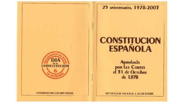Constitución española, versión reeditada en su 25 aniversario.