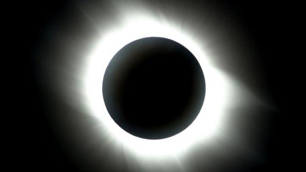 Imagen de archivo de un eclipse solar