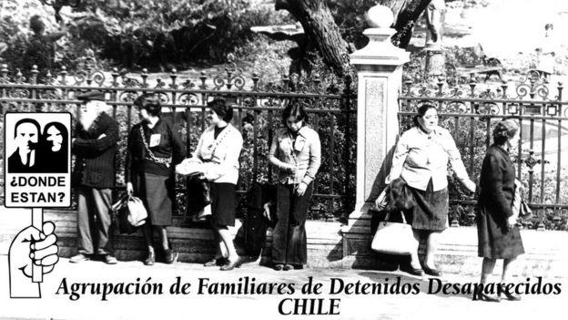 Membros da Associação dos Familiares dos Detidos Desaparecidos (AFDD) em uma manifestação