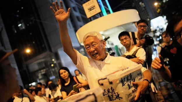 El obispo emérito de Hong Kong, Joseph Zen, en una manifestación para reclamar sufragio universal en este territorio.