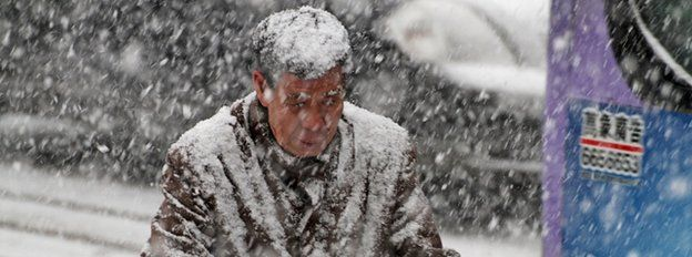 Man in snow in Shandong, Dec 2015