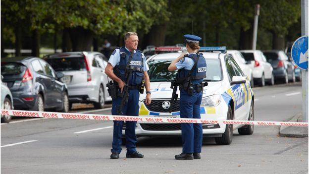 目前尚不清楚共有多少枪手参与此次袭击。