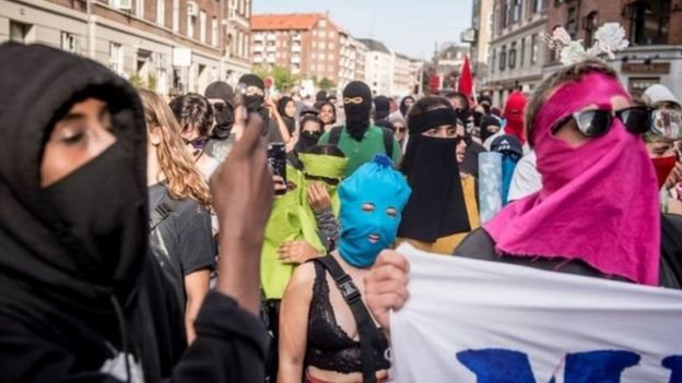 متظاهرون من خلفيات مختلفة تظاهروا في كوبنهاغن تضامنا مع حقوق المرأة في ارتداء النقاب
