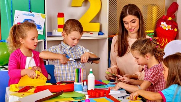 Nursery teacher shortage 'risks children's learning' - BBC News