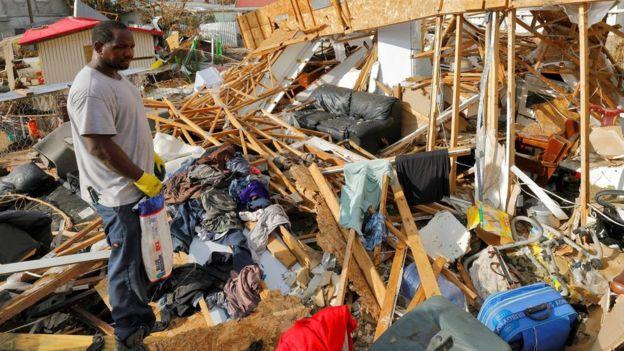 Huracán María azota República Dominicana tras golpear Puerto Rico