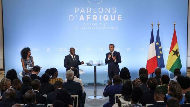 Le président français a réuni à l'Elysée 400 représentants des diasporas africaines de France.