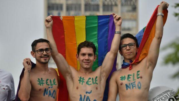 """Homosexuales manifestantes de """"#EleNão"""""""