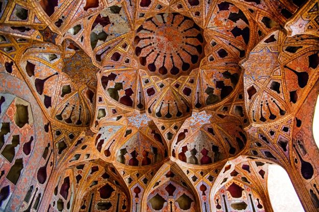 El techo acústico de la sala de música del palacio de Ali Qapu