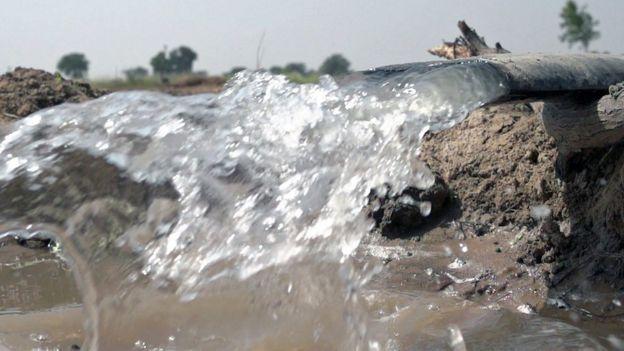 Agua en el campo.