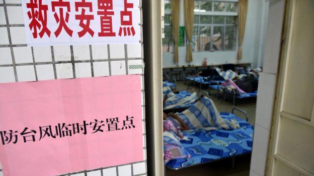 廣東當局開放臨時安置點,讓有需要的人入住。