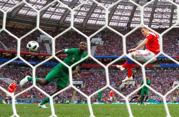 Así anotó Dzyuba el tercer gol de Rusia.