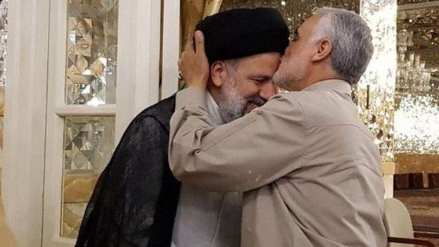 سیر تغییر و تحول در میان مقامات و نهادهای جمهوری اسلامی، علاوه بر جوانگرایی، به تثبت جایگاه چهرههای نزدیک به رهبر ایران نیز انجامیده است.