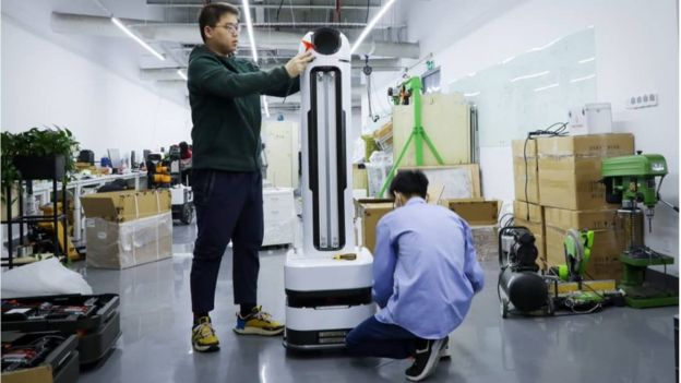 YouiBot'un dezenfektan robotu