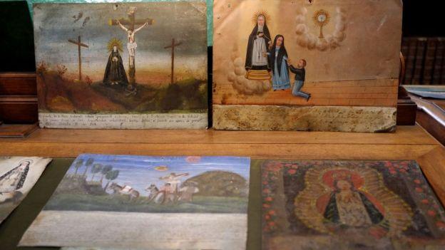 Muestra de los exvotos restituidos a México