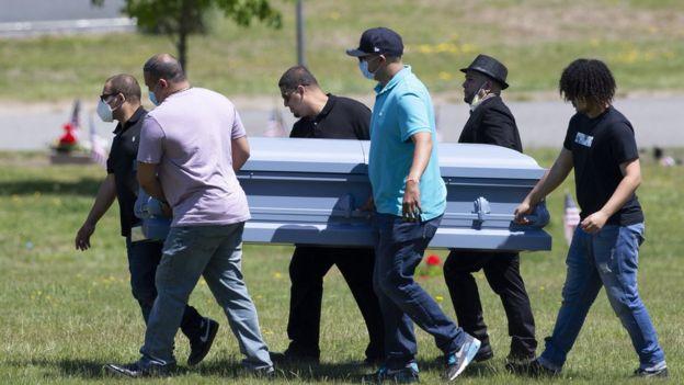 В США число жертв Covid-19 превысило 100 тыс.
