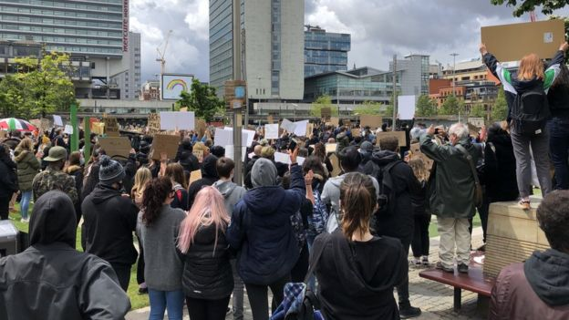George Floyd death: Thousands turn out for UK anti-racism protests _112750107_mancblmbbccredit