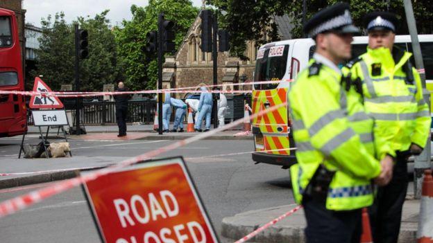 ataques en Londres - carretera cerrada