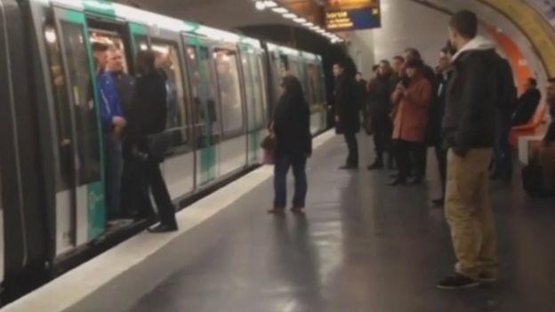 قطار أنفاق في باريس