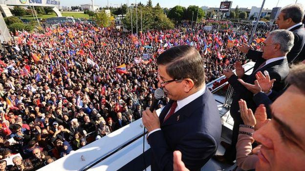 Davutoğlu, 1 Kasım 2015 seçimlerinden iki gün sonra İstanbul Atatürk Havalimanı'nda zafer konuşması yapmıştı
